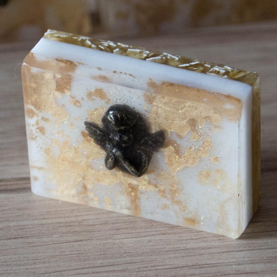rose en p tales de savon pour le bain. Black Bedroom Furniture Sets. Home Design Ideas