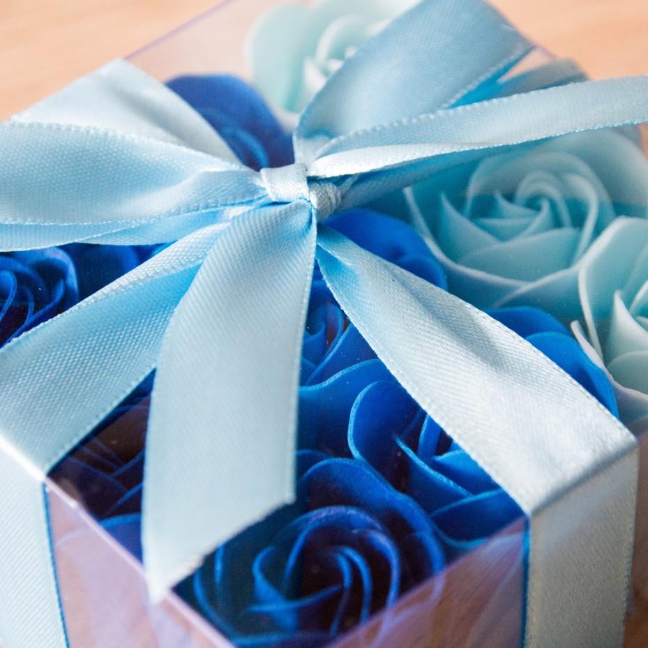 Boite de 9 Roses en pétales de savon - Bleu