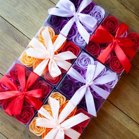 Boite de 9 Roses en pétales de savon - Violine